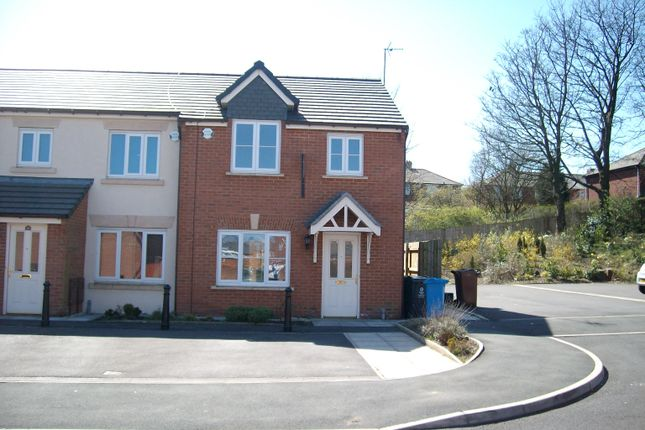 3 bed town house to rent in Twingates Close, Shaw OL2