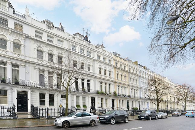 Thumbnail Flat to rent in Ladbroke Gardens, London