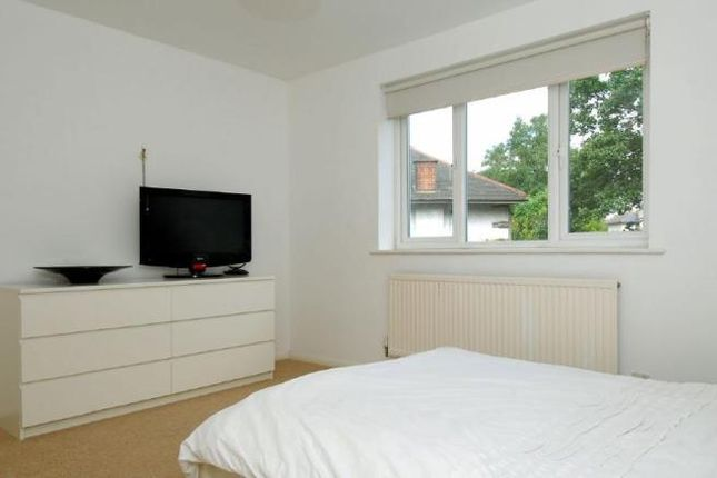 Thumbnail Flat to rent in Crescent Lane, Clapham Common