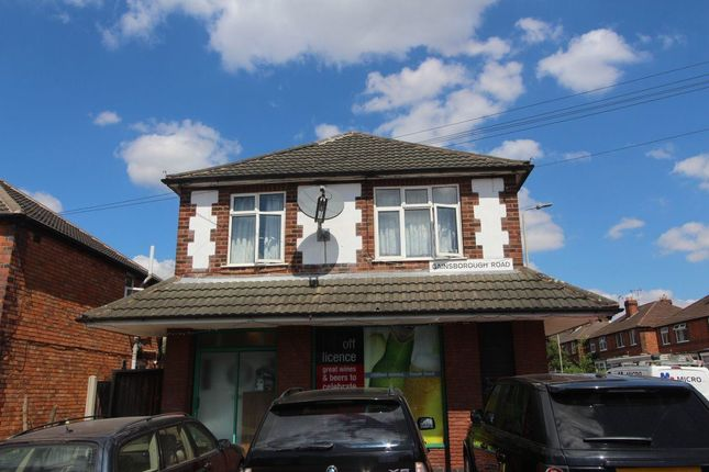 Thumbnail Flat to rent in Gainsborough Road, Leicester