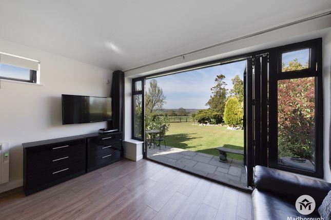 Studio to rent in Hoe Lane, Abridge, Romford RM4
