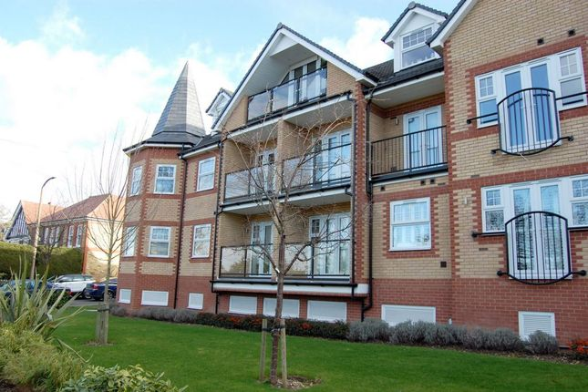 2 bed flat for sale in Stag Lane, Buckhurst Hill