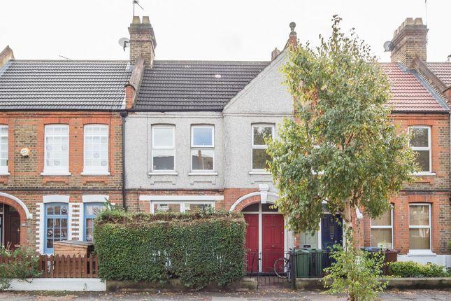 2 bed flat to rent in Winns Avenue, London E17