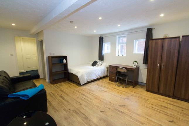 Thumbnail Property to rent in Garden Flat, 11 Spring Road, Headingley