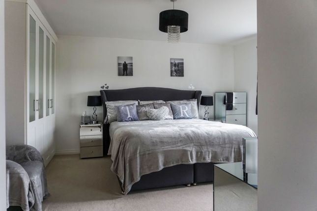 Master Suite of Bosworth Way, Leicester Forest East LE3