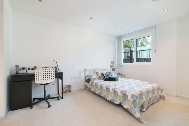 Thumbnail Flat to rent in Pacific Wharf, Rotherhithe Street