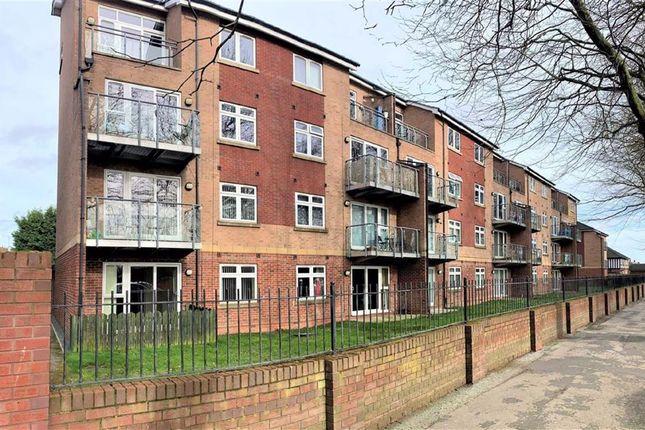 Thumbnail Flat to rent in Cottingham Road, Hull