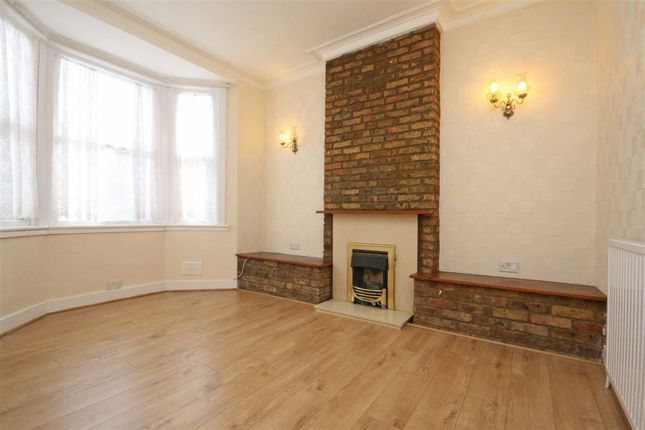 Thumbnail Flat to rent in Martindale Road, Hounslow