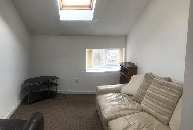 Thumbnail Flat to rent in 38 Commercial Street, Shipley, West Yorkshire