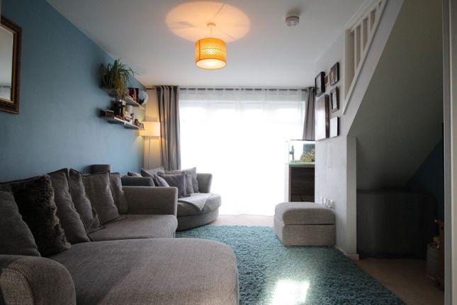 Lounge of Dovestone Way, Kingswood, Hull HU7