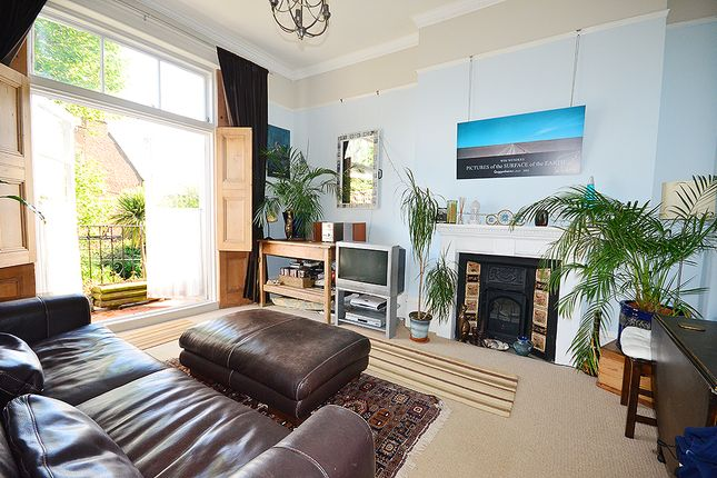 Thumbnail Flat to rent in Mount View Road, Crouch End, London