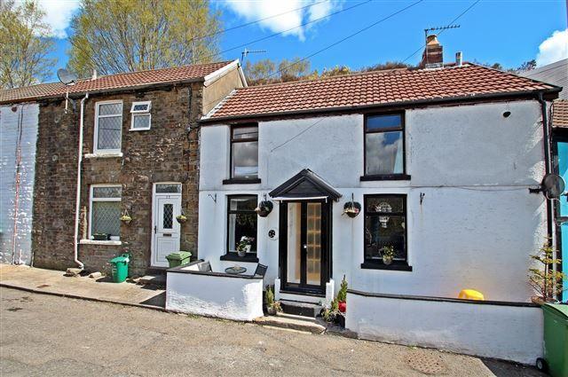 3 bed cottage for sale in merthyr road pontypridd cf37 for Q kitchen pontypridd