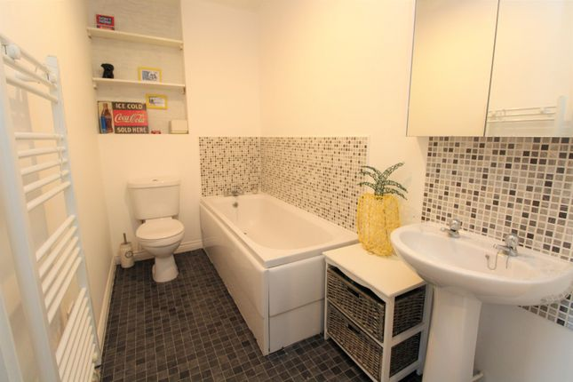 Bathroom of Stonemere Drive, Radcliffe M26