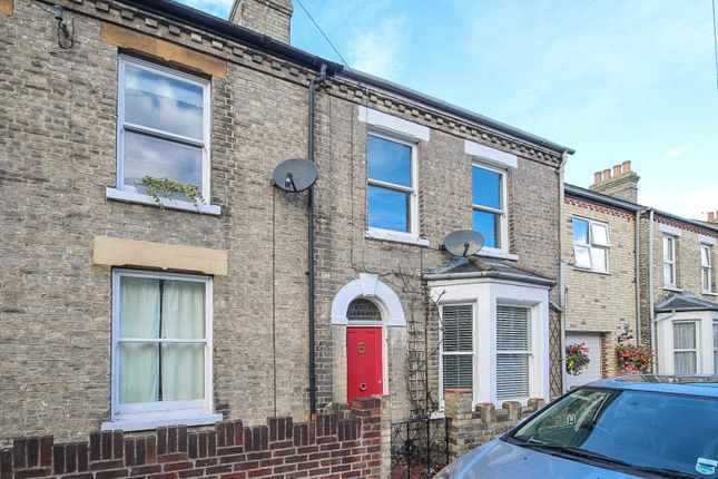 Thumbnail Terraced house to rent in Hemingford Road, Cambridge