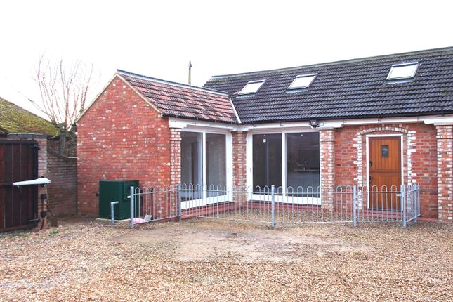 Thumbnail Barn conversion to rent in West End Road, Kempston Rural, Bedford
