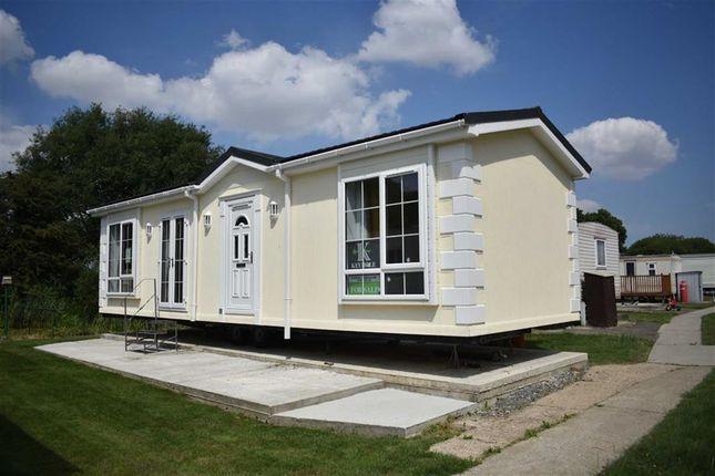 Thumbnail Mobile/park home for sale in Sandholme Lane, Leven, Beverley