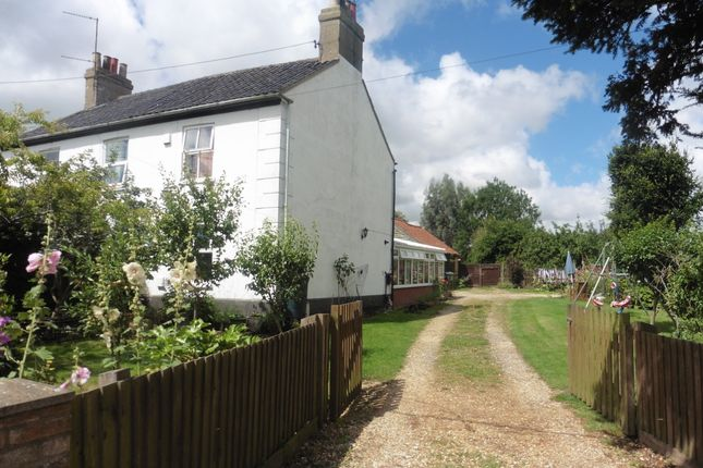 Thumbnail Cottage for sale in Raynham Road, Hempton