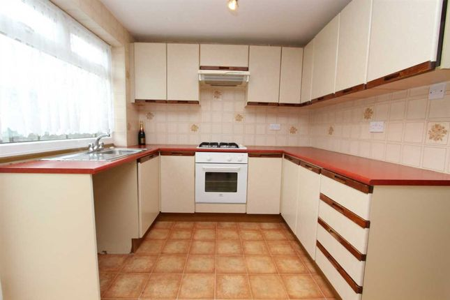 Thumbnail Property to rent in Osborne Road, Basildon