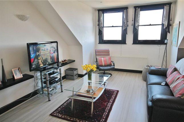 Thumbnail Flat to rent in Ross Road, London