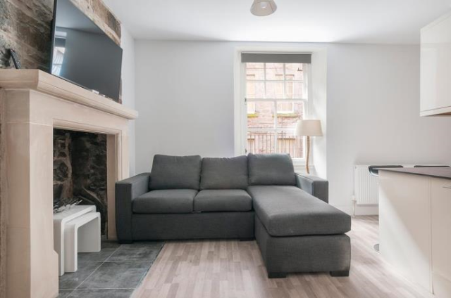 Thumbnail Flat to rent in St. Marys Street, Edinburgh EH1,