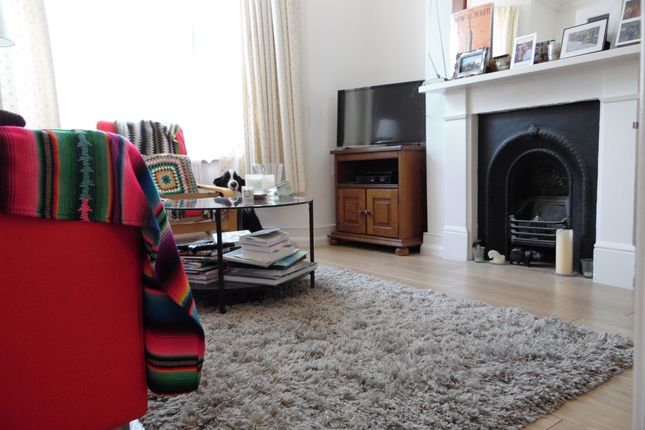 Thumbnail Flat to rent in Weiss Road, Putney