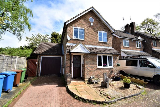 3 bed link-detached house to rent in Cannon Close, College Town, Sandhurst, Berkshire GU47