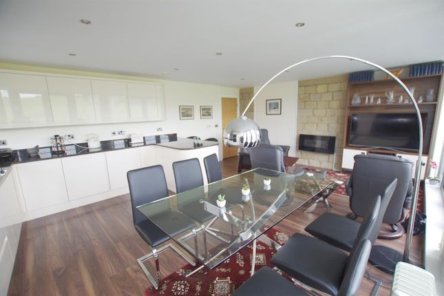 2 bed flat for sale in Park Road, Elland HX5