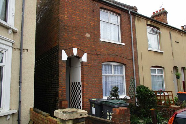 3 bed terraced house to rent in Offa Road, Bedford