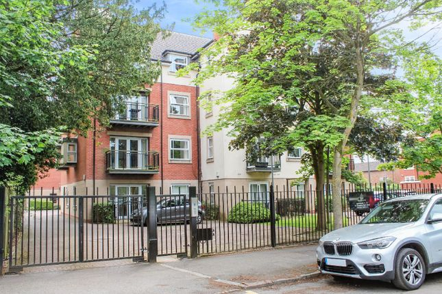 Thumbnail Flat for sale in Stoneleigh, Stoneygate, Leicester