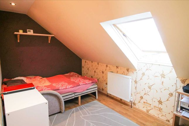 Bedroom of Parkfields Avenue, London NW9