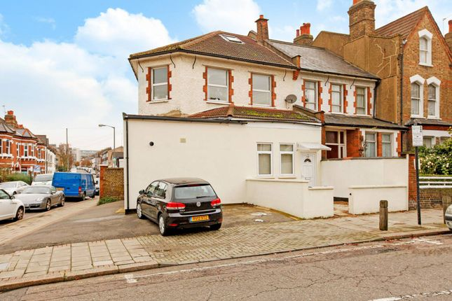 Parking/garage to rent in Cavendish Road, Balham