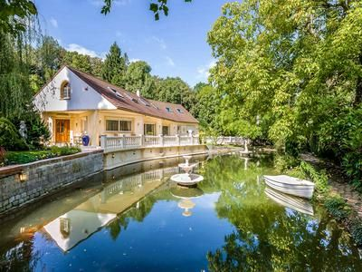 Thumbnail Property for sale in Meaux, Seine-Et-Marne, France