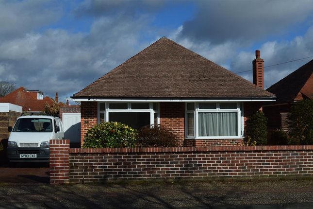 Thumbnail Bungalow to rent in Wiston Avenue, Broadwater, Worthing