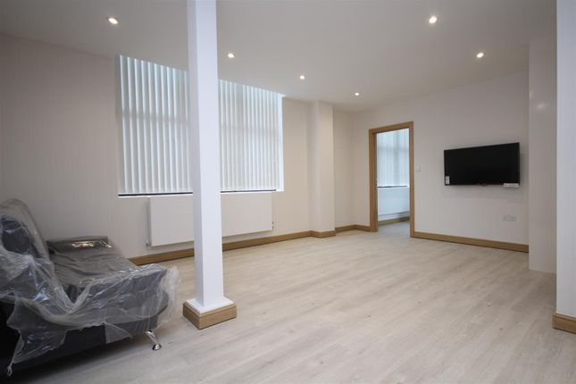 Thumbnail Flat to rent in North Acton Road, North Acton