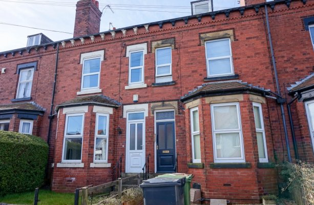 Thumbnail Flat to rent in Norman Place, Roundhay, Leeds