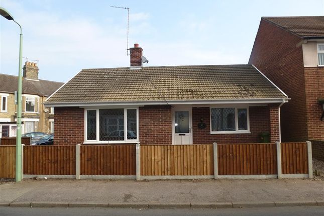 Thumbnail Bungalow to rent in Lorne Park Road, Lowestoft