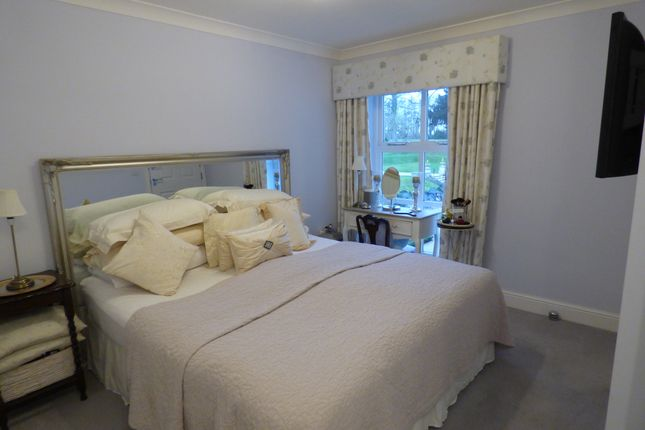 Thumbnail Flat for sale in 26 Inglewood House, 9Aa