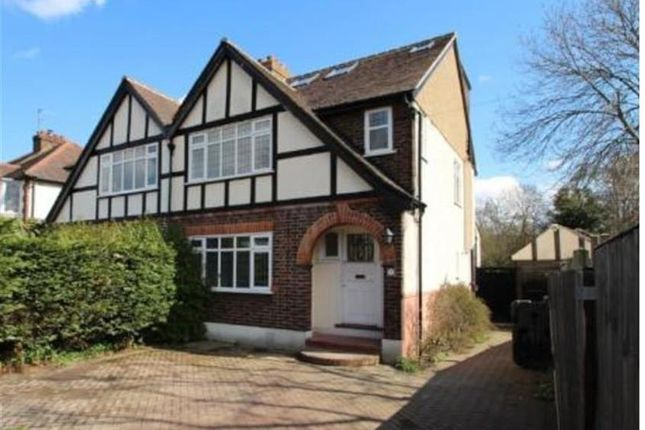 Room to rent in Esher Road, East Molesey