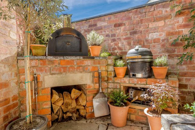 Terrace Garden And Pizza Oven