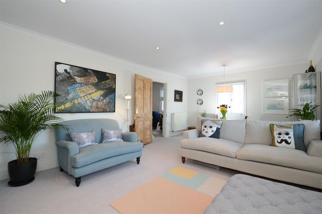 2 bed flat for sale in Rydens Road, Walton-On-Thames