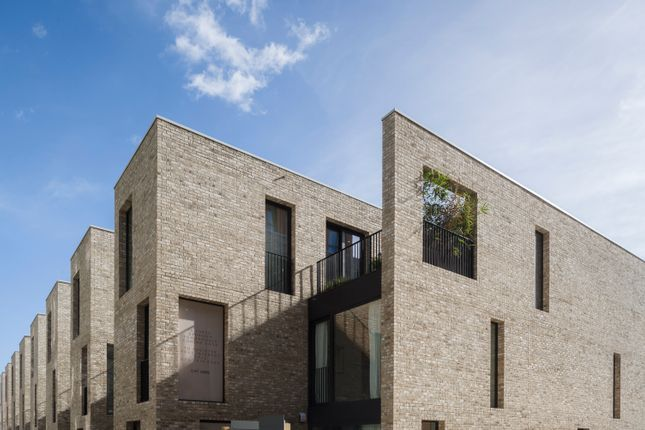 Thumbnail Town house for sale in 15 Signal Townhouses, Greenwich