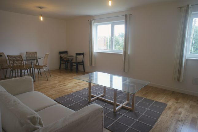 2 bed flat to rent in Waterhall Road, Fairwater, Cardiff