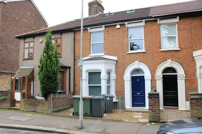 Thumbnail Terraced house to rent in Forestview Rd, London