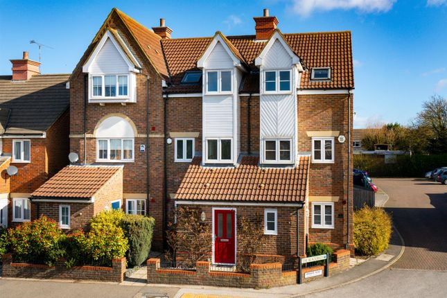 3 bed town house for sale in Watling Street, Hockliffe, Leighton Buzzard LU7
