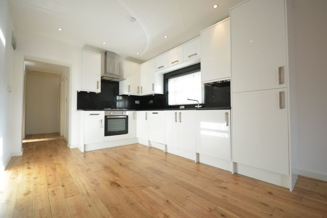 2 bed flat to rent in Nunhead Lane, Peckham