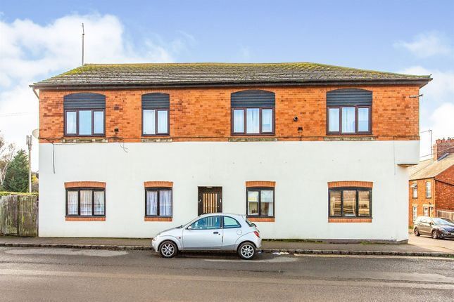 2 bed flat for sale in Market Road, Thrapston, Kettering NN14