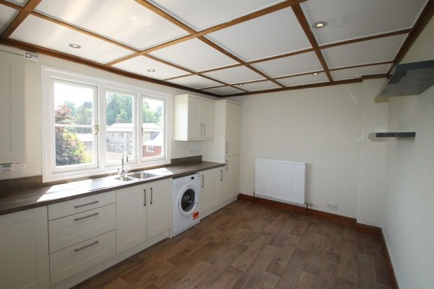 2 bed flat to rent in Cowdray Court, North Street, Midhurst