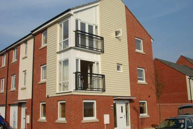 Thumbnail Shared accommodation to rent in East Dock Road, Newport