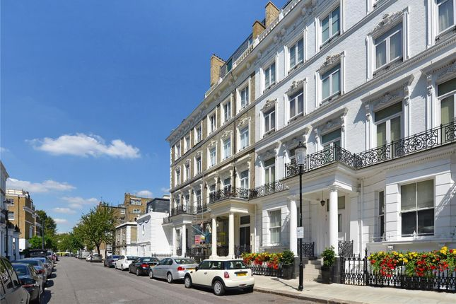 Thumbnail Flat for sale in Templeton Place, London