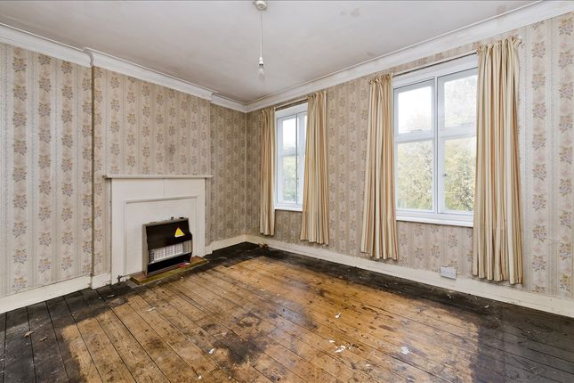 Flat for sale in Chiswick High Road, London